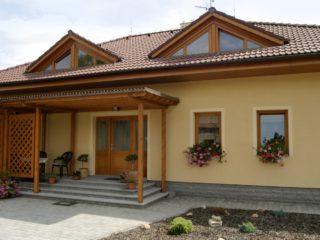 fotogalerie dřevěných, dřevohliníkových oken - dřevěná okna v dvoupodlažním rodinném domě
