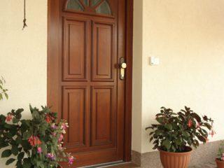 fotogalerie vchodových dveří - plné dveře s ozdobným prosklením