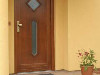 fotogalerie vchodových dveří - hnědé vchodové dveře s dvojím prosklením