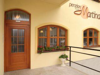 dřevěná okna v penzionu martina