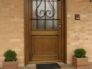 fotogalerie vchodových dveří - RD Mohelnice - prosklené vchodové dveře s kovanou mříží