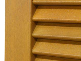Fotogalerie ostatního příslušenství k eurooknům - dvoukřídlé dřevěné okenice - světlé dřevo - bližší detail zpracování lamel