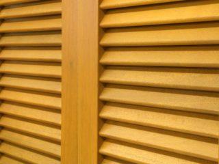 Fotogalerie ostatního příslušenství k eurooknům - dvoukřídlé dřevěné okenice - světlé dřevo - detail zpracování lamel