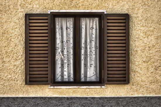 okno s okenicemi