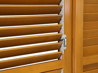 detail dřevěné žaluzie